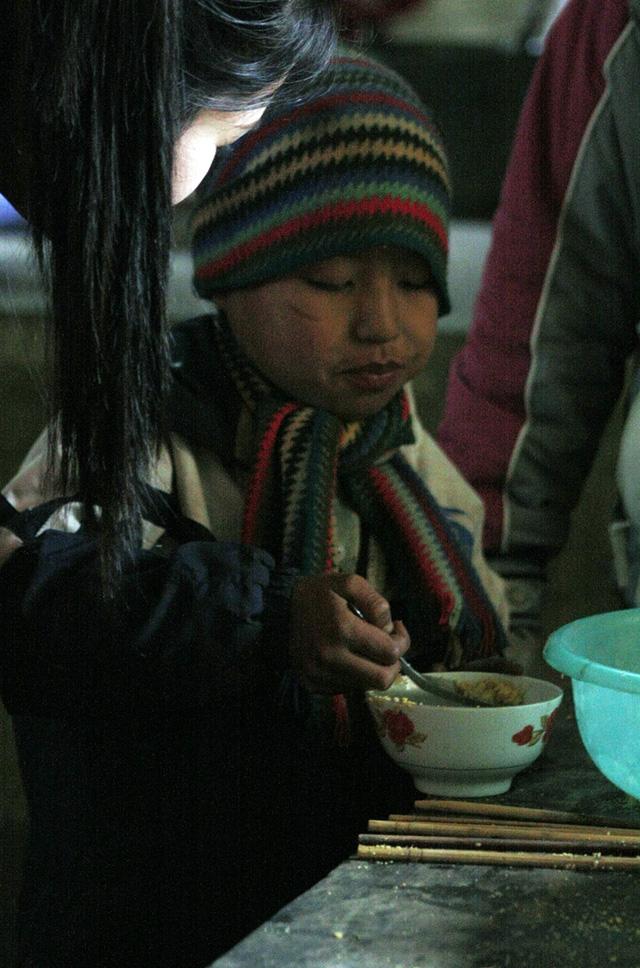 Bữa cơm của Học sinh nghèo xã Vần Chải – Hà Giang