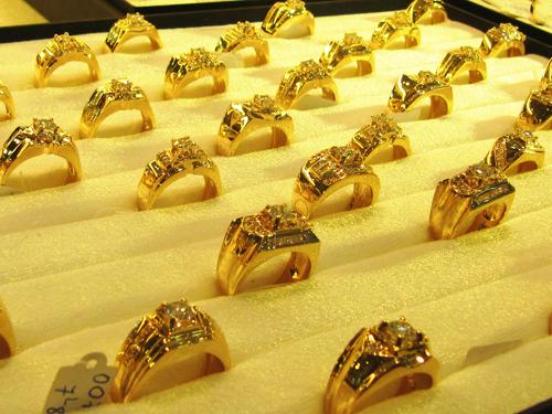 giá vàng hôm nay giảm mạnh sau cú tăng sốc